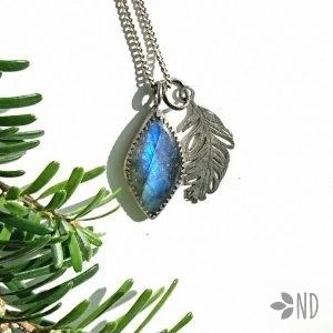 wisior z niebieskim labradorytem w srebrze