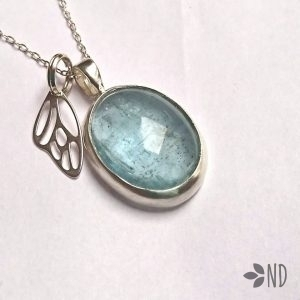 naturalny akwamaryn biżuteria artystyczna
