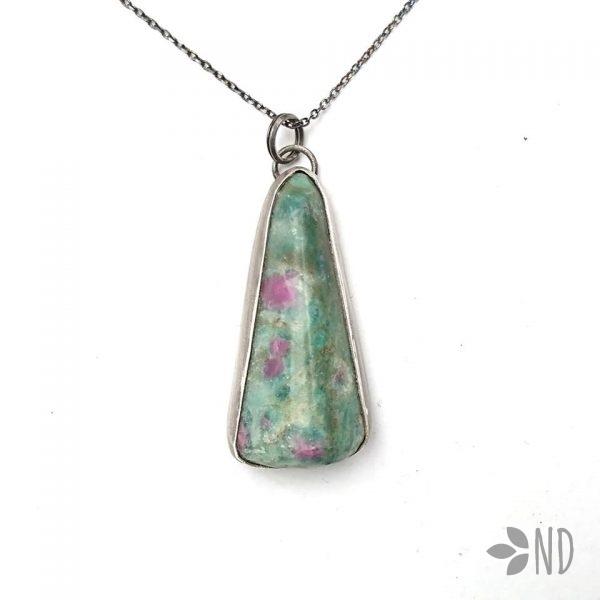 rubin w zoisycie biżuteria artystyczna srebro