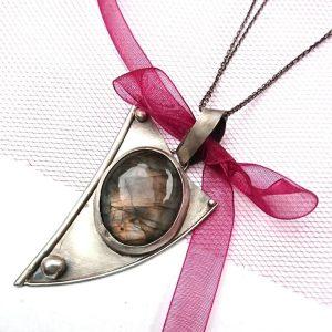 wisior labradoryt różowy srebro artystyczna biżuteria