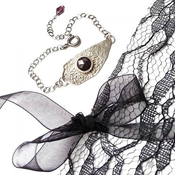 bransoletka z granatem w srebrze biżuteria artystyczna