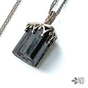 czarny turmalin amulet ochronny biżuteria artystyczna