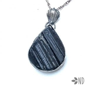 czarny turmalin amulet