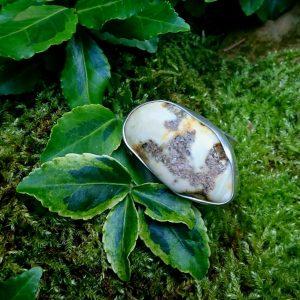Bursztyn biały mleczny carski pierścień