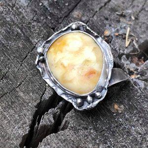 bursztyn mleczny pierścień