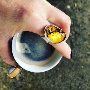 bursztyn naturalny pierscioenk w srebrze kawa
