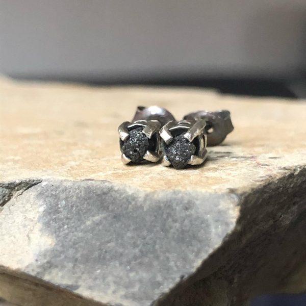czarne surowe diamenty sztyfty