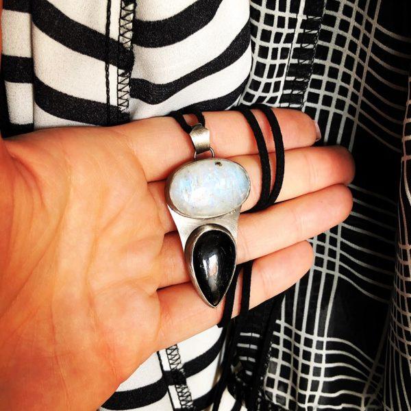 Kamień księżycowy i turmalin czarny