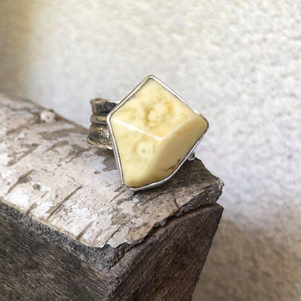 Bursztyn mleczny pierścionek 8