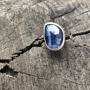 Szafir gwiaździsty pierścionek