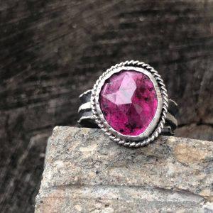 Pierścionek z różowym turmalinem