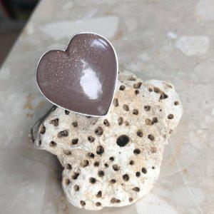 Kamień słoneczny pierścionek serce