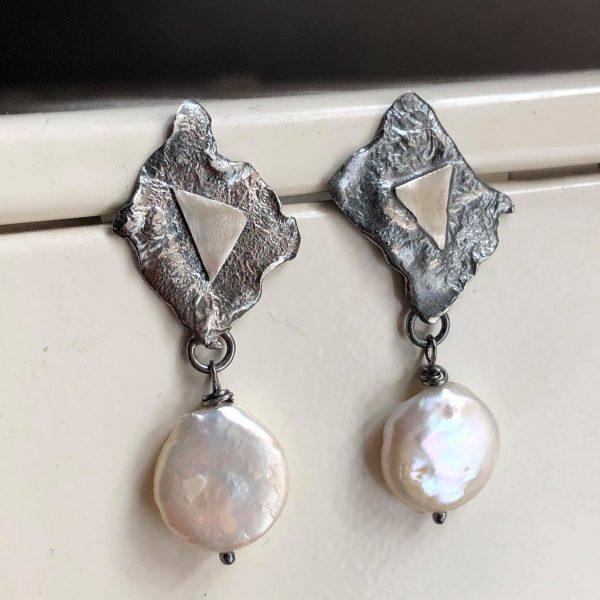 Kolczyki wiszące z perłami
