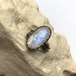 Księżycowy kamień lśnienie pierścionek