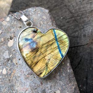 Labradoryt złote serce