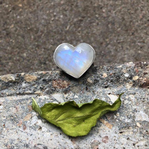 Pierścionek serce kamień księżycowy 3