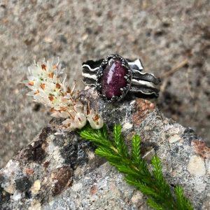 Rubelit w koronce pierścionek