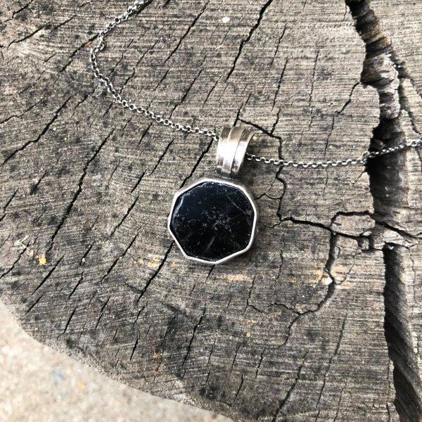 Silny kamień ochronny 3